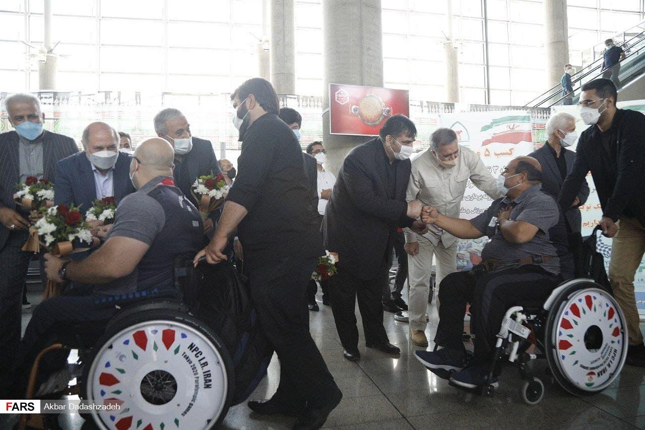 مراسم استقبال از ورزشکاران پارالمپیک 2020 در فرودگاه