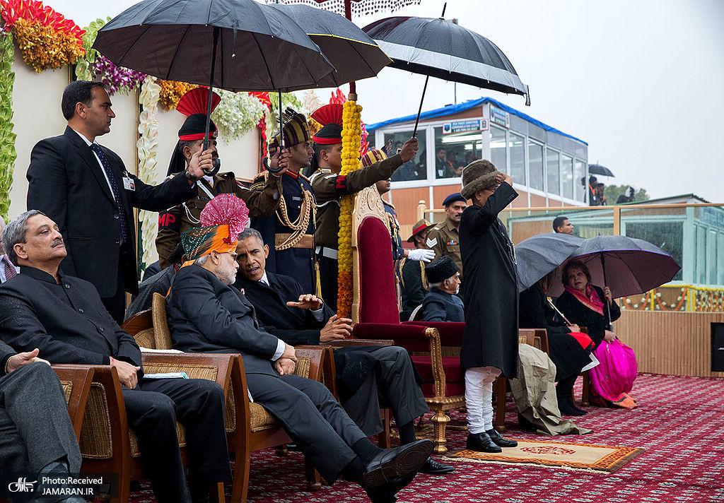 1024px-President_Barack_Obama_speaks_with_Prime_Minister_Narendra_Modi_during_the_Republic_Day_Parade_in_New_Delhi