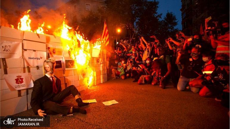 تظاهرات+جدایی_طلبان+کاتالونیا؛+آدمک+پادشاه+اسپانیا+به+آتش+کشیده+شد