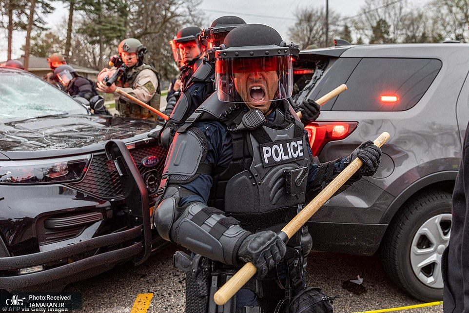 41643736-9464317-Officers_take_cover_as_they_clash_with_protesters_after_an_offic-a-51_1618278482981