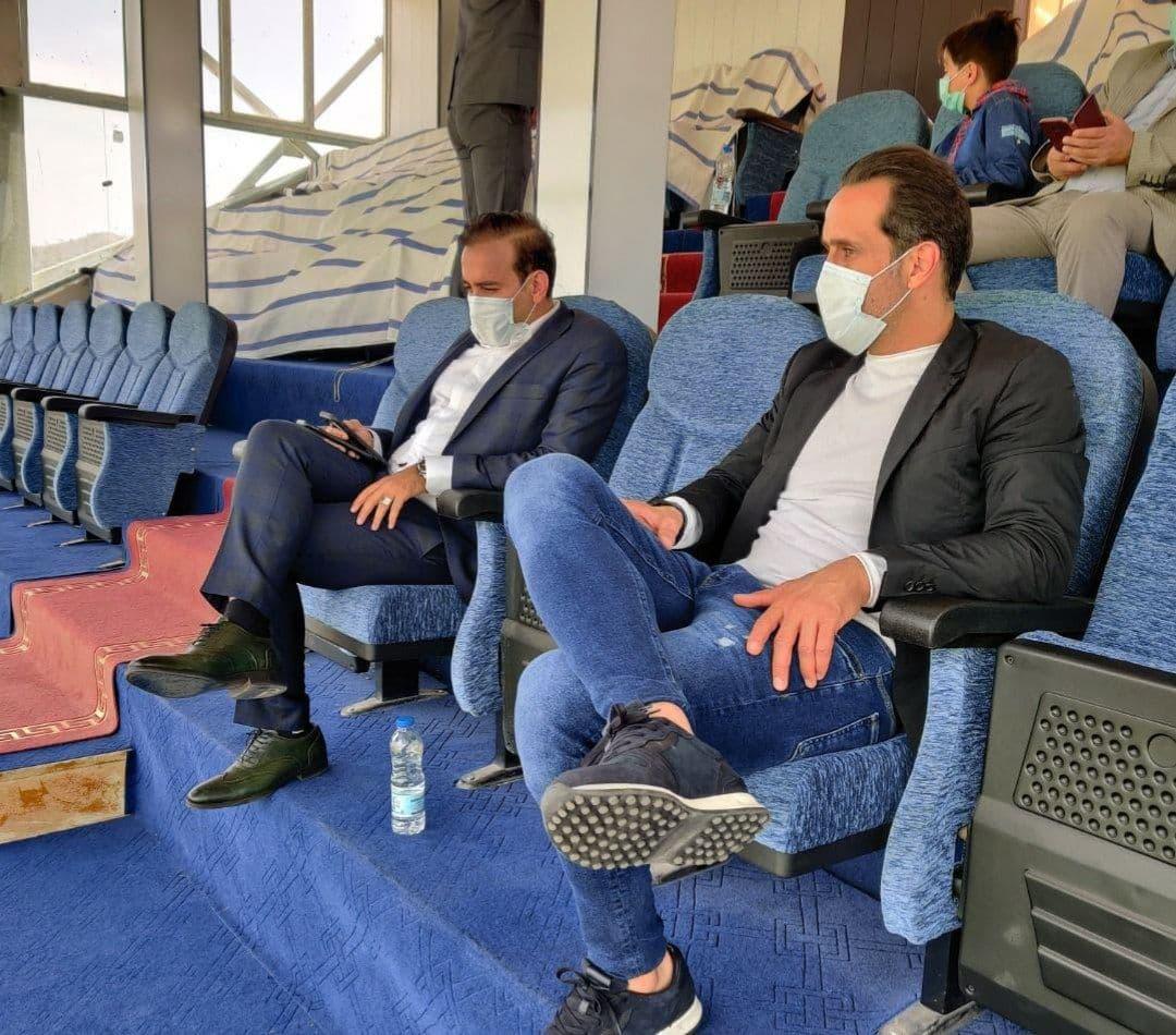حضور علی کریمی در ورزشگاه تختی برای تماشای دیدار خیبرخرمآباد