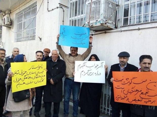 جمعی از معلمان مشهد خواستار پیگیری مطالبات صنفی خود شدند