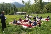 کلاس درس معلم آستارایی در دامان طبیعت