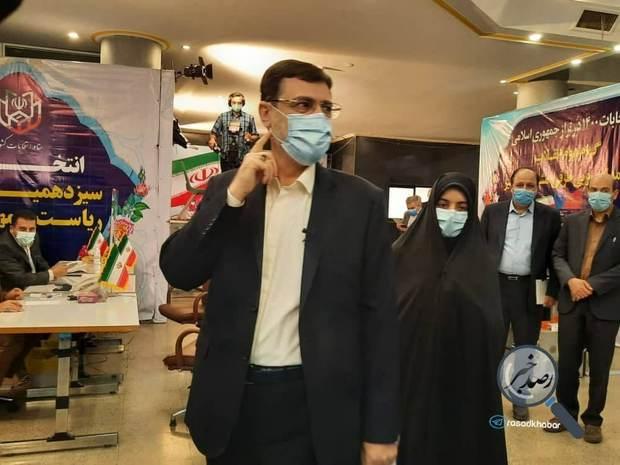 ثبت نام امیر حسین قاضی زاده هاشمی در انتخابات ریاست جمهوری 1400