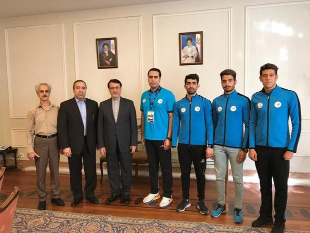 دیدار اعضای تیم شنای پارالمپیک ایران با سفیر کشورمان در لندن