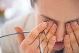 چه افرادی در معرض خطر ابتلا به خشکی چشم هستند؟