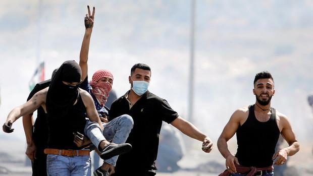 جوانان فلسطینی در کرانه باختری با نظامیان صهیونیست درگیر شدند