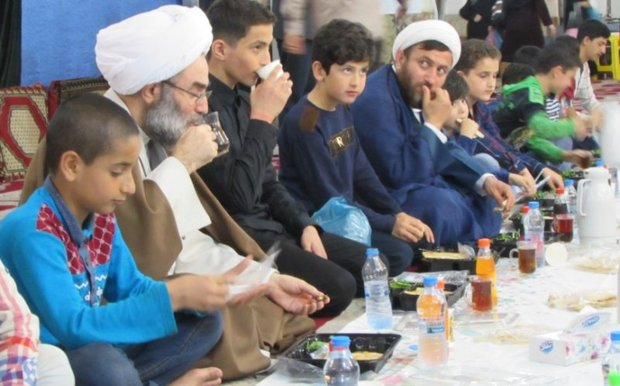 افطار نماینده ولی فقیه در گیلان با ایتام کمیته امداد