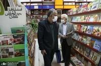 حضور مسجد جامعی در کتابفروشی حافظ و اهدای گل به همسایگان آن (2)