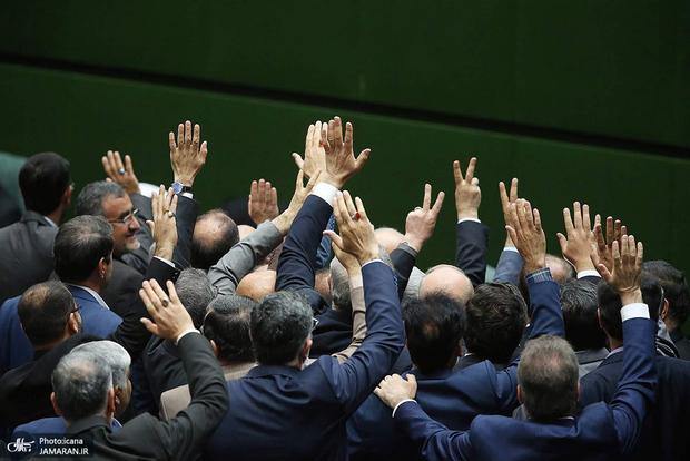 حقوق نمایندگان مجلس چقدر شد؟/ همه نماینده ها ودیعه مسکن و هزینه خودرو می گیرند؟