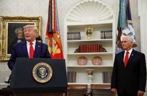 ادعای معاون ترامپ: اوباما برای ایران پول نقد می فرستاد!