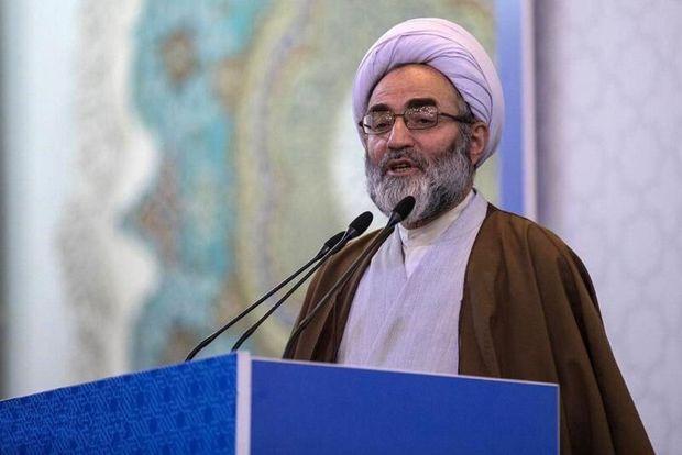 امام جمعه رشت: باید به گستاخی آمریکاییها پاسخ دهیم