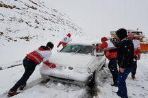 امدادرسانی به 300 خودروی گرفتار در برف و کولاک سلسله