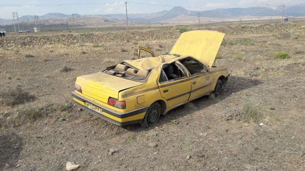 واژگونی خودرو پژو تاکسی۲ کشته بر جا گذاشت