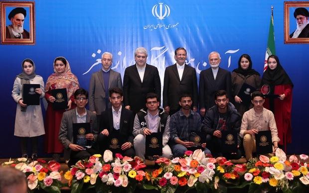 جهانگیری: محصولات شرکتهای دانش بنیان ایران قابل رقابت با کشورهای پیشرفته است