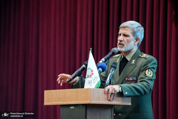وزیر دفاع: اتفاقات مهم و مبارکی در حوزه موشکی کشور افتاده است