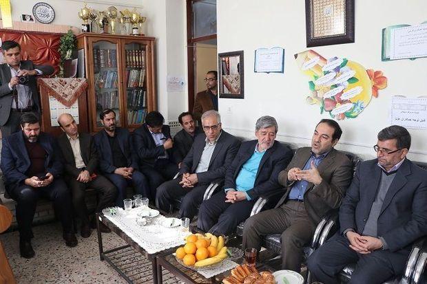معاون وزیر بهداشت از طرح مدارس عاری از پوسیدگی دندان در مشهد بازدید کرد