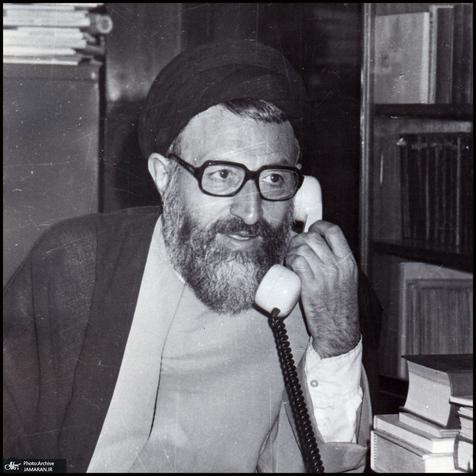 امام خمینی: یک مرد صالحى را به صورت یک دیکتاتور درآوردند