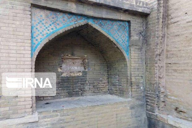 کتیبه گورستان تاریخی شیراز، سرقت یا تخریب به دست وندالها؟