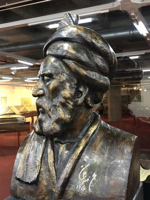 مجسمه فردوسی کتابخانه ملی
