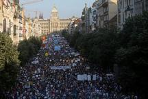 تظاهرات بزرگ مردم جمهوری چک علیه نخست وزیر اختلاسگر
