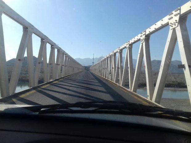 """نصب پل پیاده رو  """"بهداری"""" در خرمآباد"""