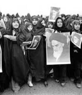 المرأة فی الصف الأول للثورة