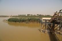انجام عملیات لایروبی اطراف اسکله شناور تاسیسات آبرسانی شرکت نفت و گاز کارون