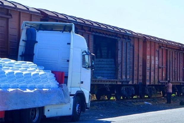 پنج هزار تن کود شیمیایی در ایستگاه راه آهن مهاباد تخلیه شد