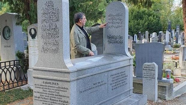 ماجرای ایران شناس اتریشی که حافظ را به غربی ها معرفی کرد + عکس و فیلم