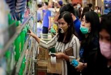 چوبکاری کسانی که فاصله اجتماعی را رعایت نمی کنند