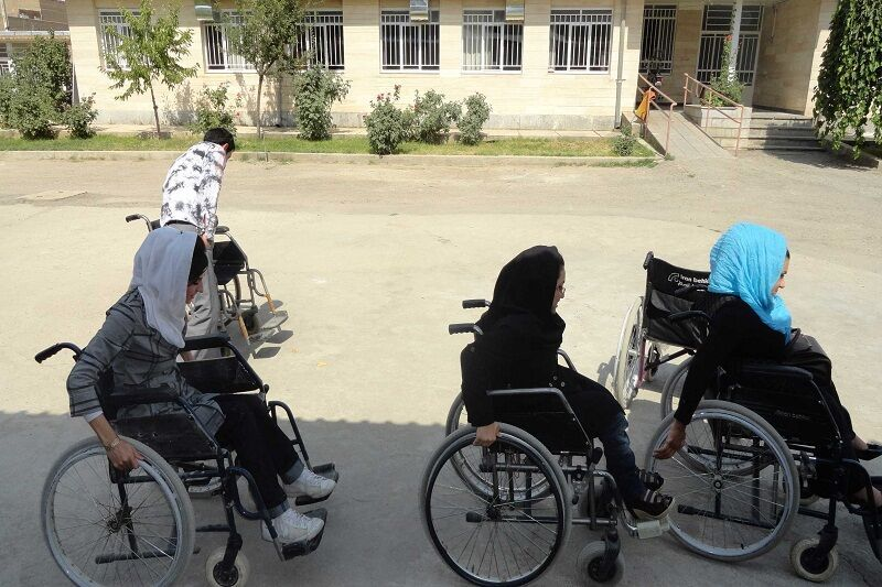 ۳۵ خانوار چند معلولی کردستان دهه فجر صاحبخانه میشوند