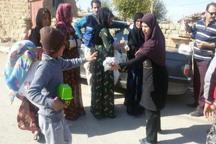 بانوی فرهنگی گنبدی یک کامیون کمک برای زلزله زدگان غرب کشور جمع آوری کرد