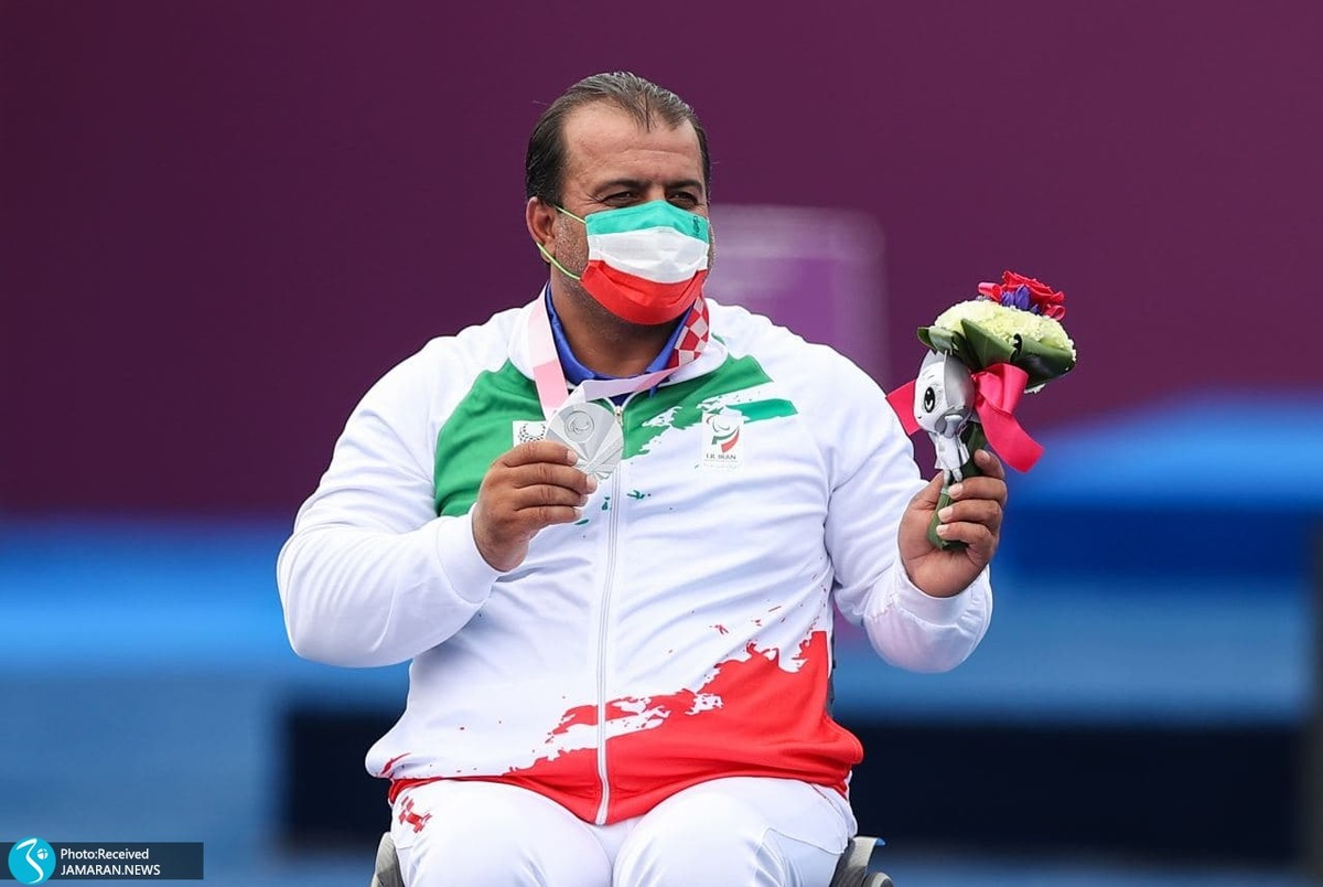 لحظه اهدای مدال نقره بیابانی در پارالمپیک 2020+ عکس