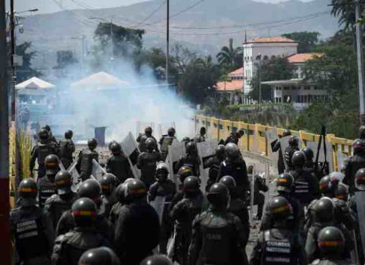 آیا سناریوی سوریه در آمریکای لاتین تکرار می شود؟/  چرا رهبر مخالفان ونزوئلا به کلمبیا فرار کرد؟