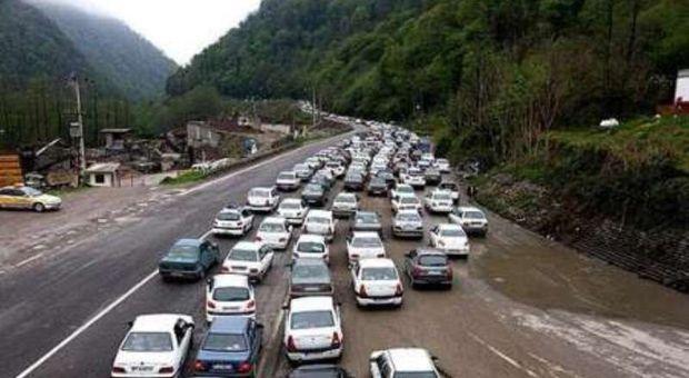 ترافیک در محدوده امام زاده هاشم رشت نیمه سنگین است