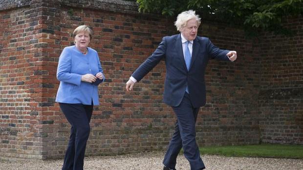 بی ادبی نخست وزیر انگلیس در دیدار با صدراعظم آلمان+عکس