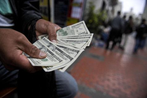 راغفر: دنبال مهندسی افکار مسئولان برای افزایش قیمت ارز هستند