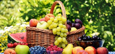 عوارض و مزایای خوردن آب میوه