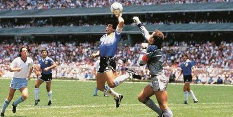 """""""دست خدا""""ی سورنتینو درباره مارادونا نیست"""