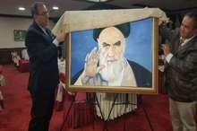 رونمایی از پرتره امام خمینی (س) اثر هنرمند نخجوانی