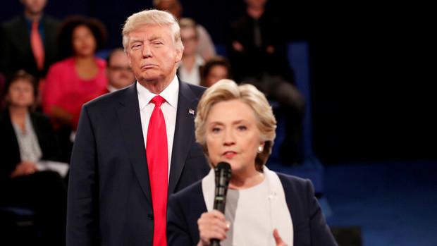 هیلاری کلینتون ترامپ را مسخره کرد