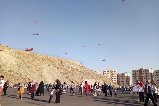 جشنواره پرواز بادبادکها در شهر پردیس برگزار شد