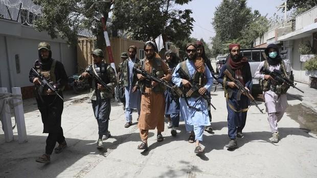 طالبان دبیرستانهای دخترانه را تعطیل کرد