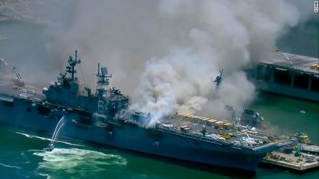 انفجار در ناو آمریکایی/ 18 ملوان زخمی شدند + عکس و فیلم