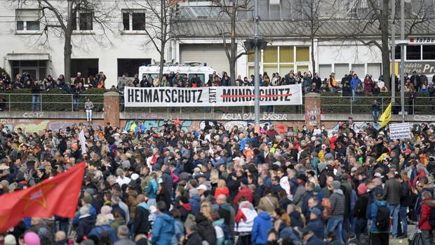 اعتراض آلمانی ها به قرنطینه و واکسن کرونا