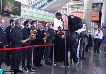 استقبال مسئولان ورزشی از کاروان پارالمپیک توکیو در فرودگاه+ تصاویر