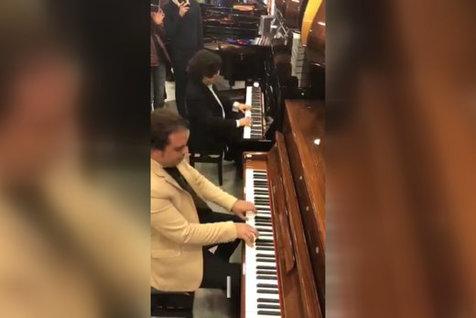 هنرنمایی دو پیانیست ایرانی در یک فروشگاه!/ ویدیو