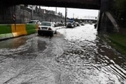 شدت بارندگی زیرگذر ساحلی شهدای خرم آباد را مسدود کرد