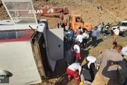 چه اتفاقی برای اتوبوس خبرنگاران در ارومیه رخ داد؟/ یک خبرنگار: به راننده میگفتند تندتر برو/ گفتند کمربندها را ببندید، اما کمربندی نبود!